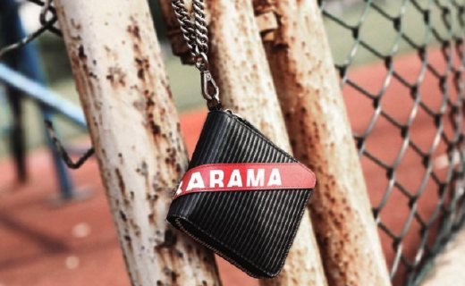 BABAMA钱包:牛皮材质凸显质感,做旧手链轻便时尚