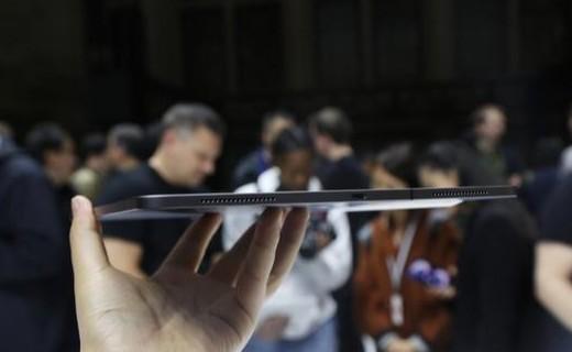 香疯了!船新iPad Pro动手玩:轻薄顺滑,不可思议