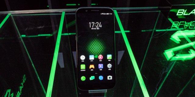 小米发布首款电竞手机!水冷散热玩游戏像开挂,售价感动哭(现场体验)