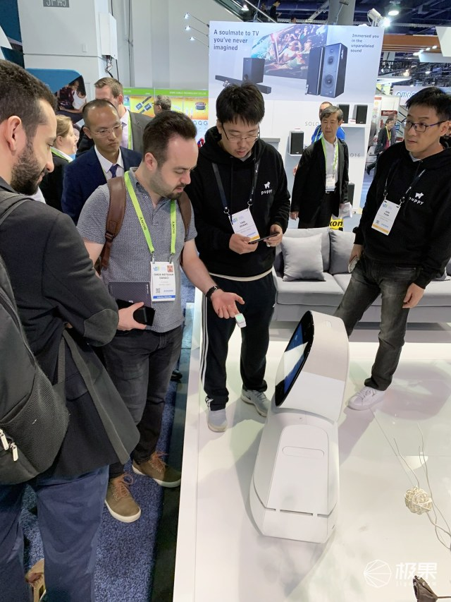 小狗机器人参展CES2019:三大产品线出海亮相