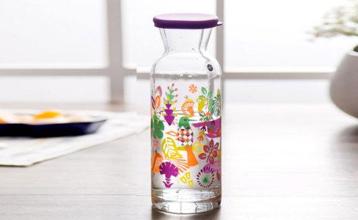Sagaform冷水壶:硅胶瓶盖玻璃材质,整个大自然都印在瓶子上