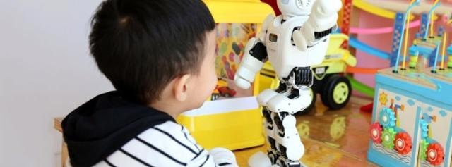 语音交互 编程教育,孩子健康成长的贴心伴侣 — 优必选 Alpha Ebot 机器人