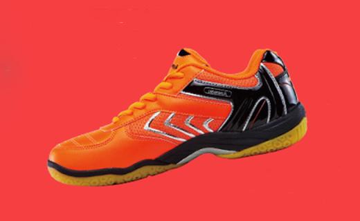 川崎羽毛球鞋:网布面料透气舒适,蜂巢鞋底耐磨防滑