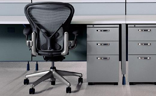 作为艺术品陈列的办公椅,承托脊椎还能降温