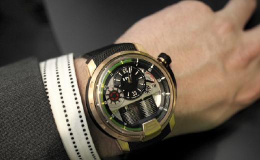 劳力士被秒成土锤!全球唯一的液体机械腕表,这个瑞士潮牌专撩最野的男人