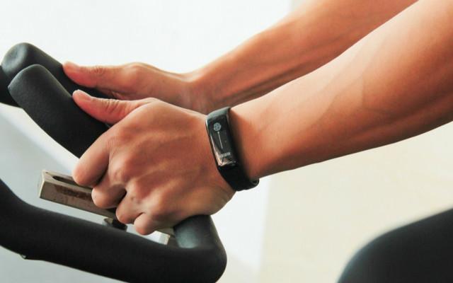 健身教练大比拼,它比小米更具优势 — 乐心手环5实测