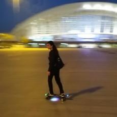圆你一个街头滑板梦,鑫狐纯体感电动滑板体验