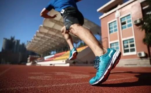 鞋中赤兔!李宁推出新款芯片跑鞋可记录跑步数据