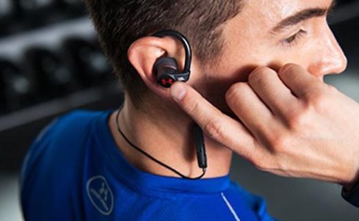 JBL UA heartrate运动耳机:防水防尘不易脱落,带有心率监测