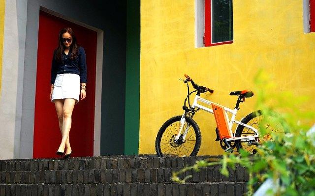 高颜值炫酷电单车,强劲助力让我骑出推背感 | 视频