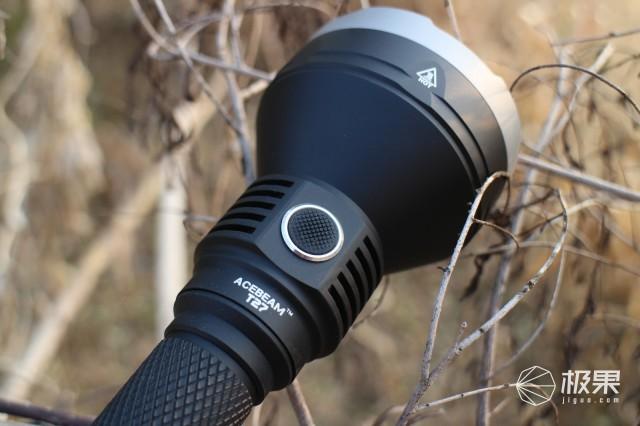 单锂远射能手——ACEBEAMT27远射手电入手体验