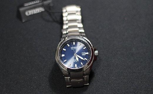 西铁城光动能手表:钛合金表壳蓝宝石镜面,简约大气又防水