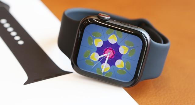 Apple Watch 4上手图赏:表盘更大,功能更注重健康