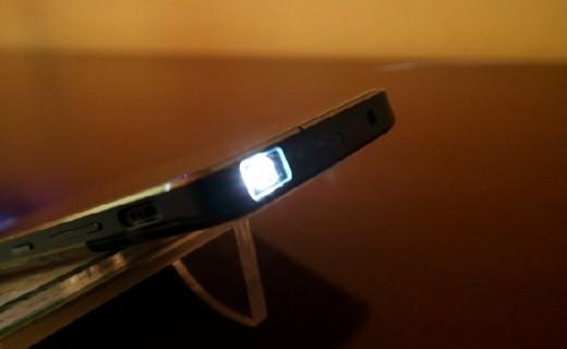 连iPhoneX都自叹不如,用手机就可直接投影 — 独影天幕SH800手机投影仪