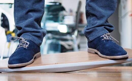 有了这个运动平衡踏板,办公室里也能练出公狗腰