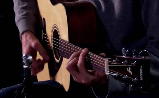 雅马哈FGX800C吉他:单板云衫木电箱琴,手感出色进阶入门必备