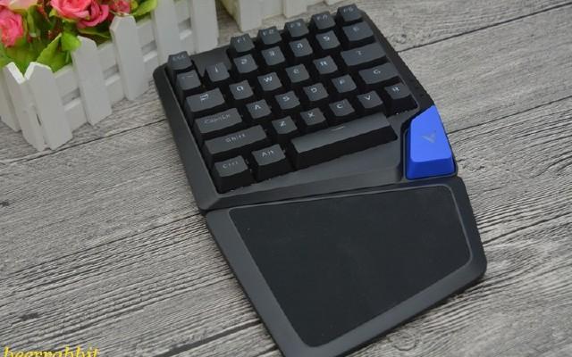 纯粹的力量--雷柏V550RGB单手机械键盘评测