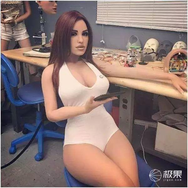 """你要的""""性爱机器人""""今日发售!身材火爆还能放电聊骚,一秒撩出鼻血…"""