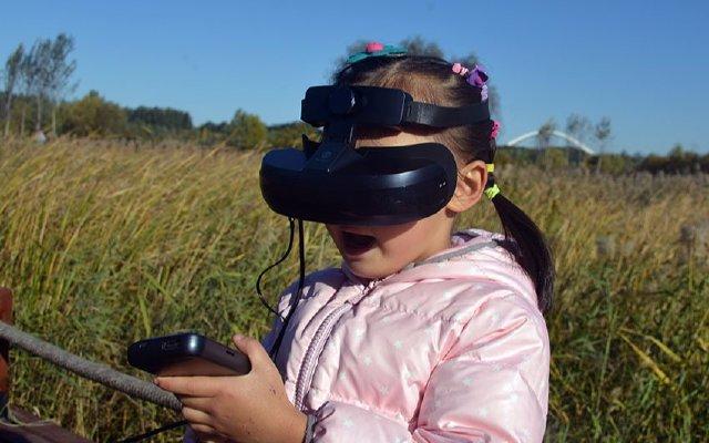 戴在头上的巨幕,身边的私人影院 — 嗨镜H2 VR一体机体验