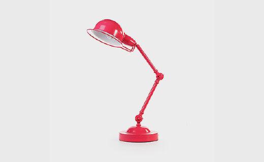科立盈水漂灯:简约现代风,多向调节角度自如,最适合书房的小物