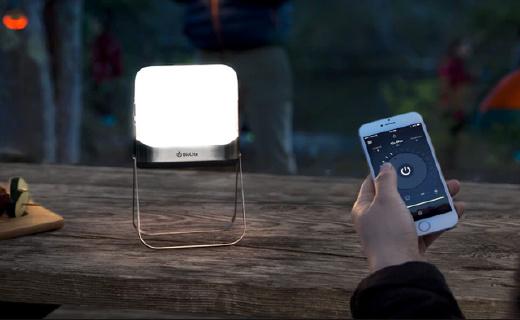 小巧露营灯不仅能远程操控,还能当充电宝