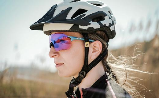 欧克利这款最轻的运动眼镜,比5张A4纸还要轻!