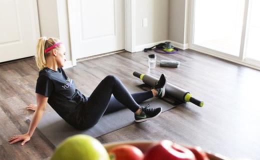 能压腿能拉伸的瑜伽垫,有它的地方就是健身房