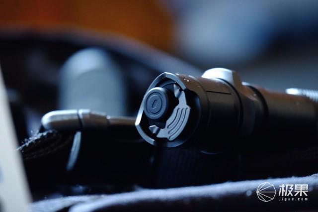 防水防摔抗冲击,让你一秒照见千米之外—凯瑞兹XT32强光手电筒
