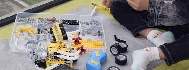 寓教于乐的小玩物,小卡智能积木双马达遥控版体验