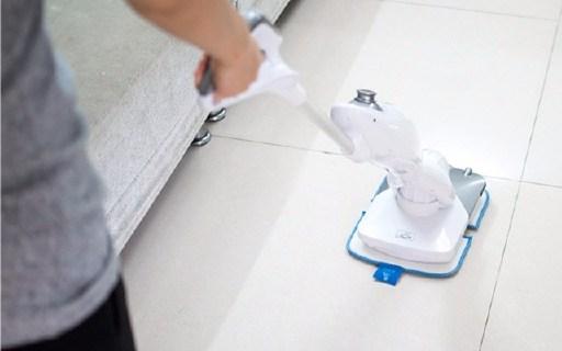 一键喷水,这拖把还能给地板抛光打蜡 — 洒哇地咔无线拖把测评