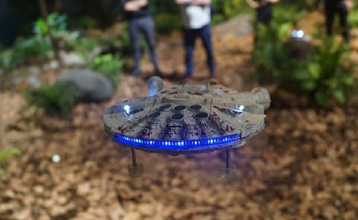 超逼真星战无人机,让你跟伙伴畅快激光大战!