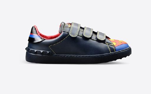 蝙蝠侠超人蜘蛛侠穿脚上,Valentino联名鞋来了