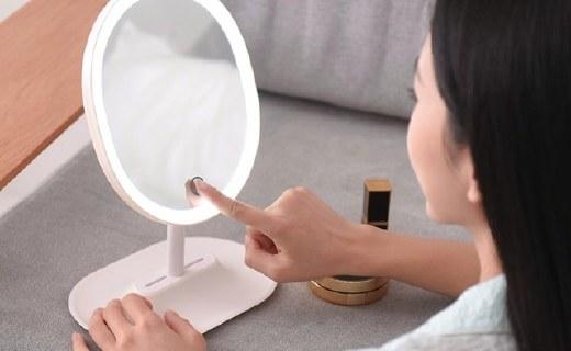 网易严选指触LED化妆镜:触控操作使用方便,光线柔和自然
