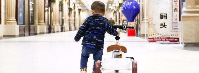 小孩子第一件豪华座驾,贵族气质要从小培养 — 如宝 儿童学步三轮车体验 | 视频