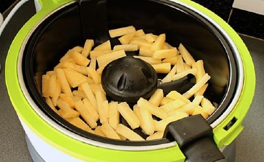 铂富VDF122空气炸锅:旋转倾斜功能加热更均匀,不粘涂层易清洗