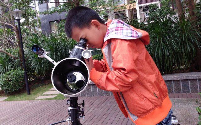 孩?#29992;?#24819;成为一名天文科学家?必须少不了这台星特朗天文望远镜