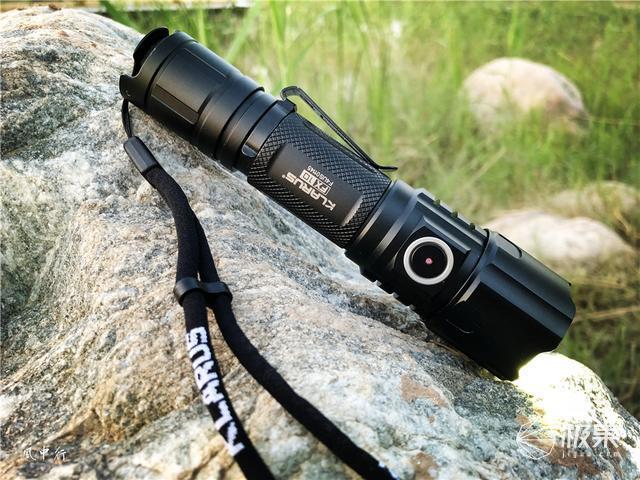 单手调焦,照明也可远近自如,KLARUS凯瑞兹FX10调焦手电测评