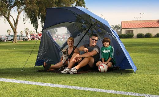 遮风挡雨又防晒的大棚伞,让你烈日下尽情玩耍