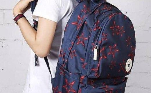 匡威全版印花双肩包:材质耐磨防水易打理,可调节背带舒适背负