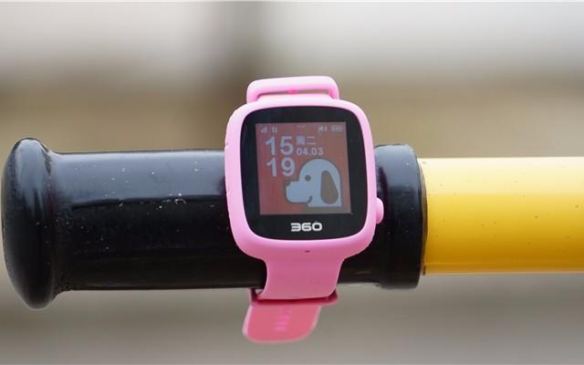 五重定位 一键预警,宝贝的24小时贴身保镖 — 360 儿童电话手表 SE3测试