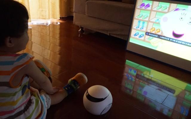 儿童智能投影仪体验,呵护宝宝眼睛的无屏电视