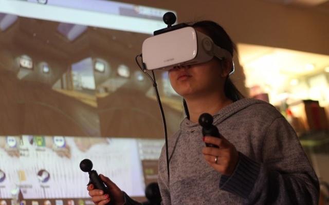 有了这交互神器,手机也能玩steam VR游戏 — NOLO VR交互套件体验 | 视频