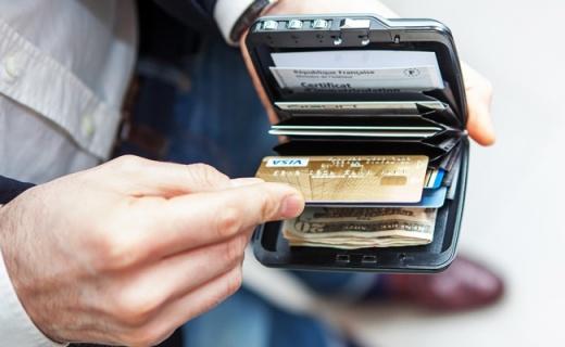 让小偷无从下手的钱包,带有密码锁可GPS追踪