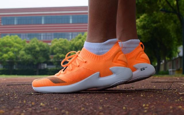 脚感软弹柔和,李宁追风专业竞速跑鞋体验