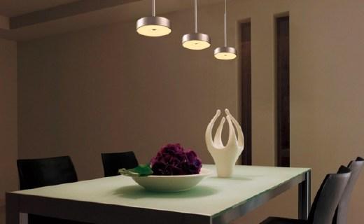 松下吊灯组合:灯光柔和氛围温暖,金属灯罩结实耐用