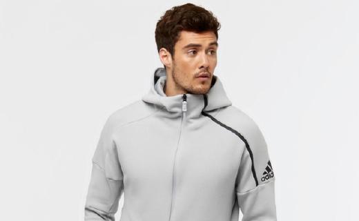 阿迪达斯男子针织夹克:材质透气保暖,连帽款式时尚简约