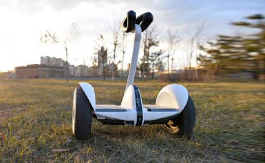 阿尔郎智能平衡车:可调节高度上手简单,雨天路滑都不怕