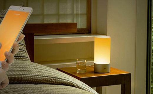 小米Yeelight床头灯:四色流动更智能,可手机操控
