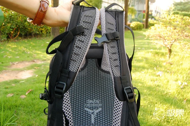 背着舒适不勒肩,收纳合理容量大,多特Futura24L单日背包体验