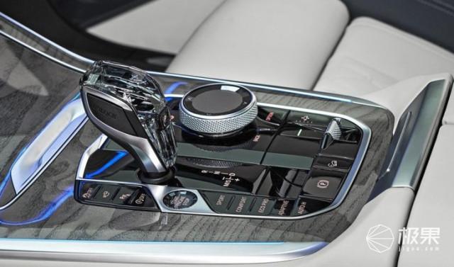 """奔驰要慌!宝马最强SUV新X7发布:车顶人造星空第三排也能""""大保健""""!"""